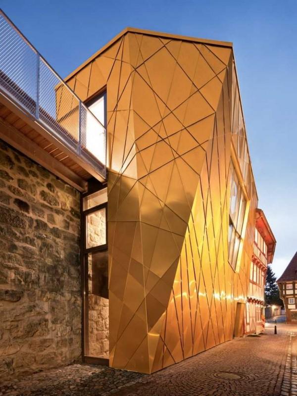 Construcciones con tonos dorados como el oro (5)
