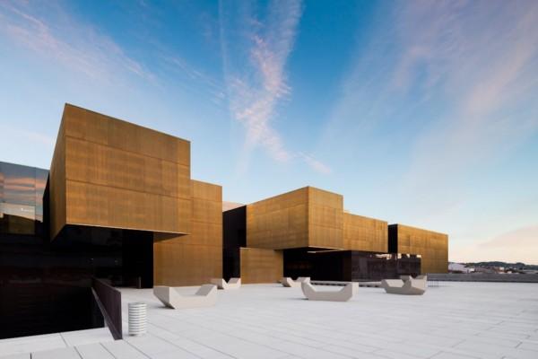 Construcciones con tonos dorados como el oro (4)