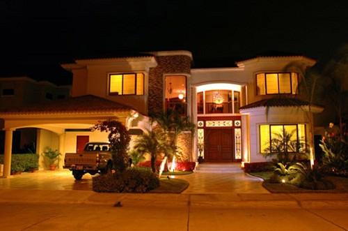 Fachadas de casas lujosas la verdadera comodidad (26)