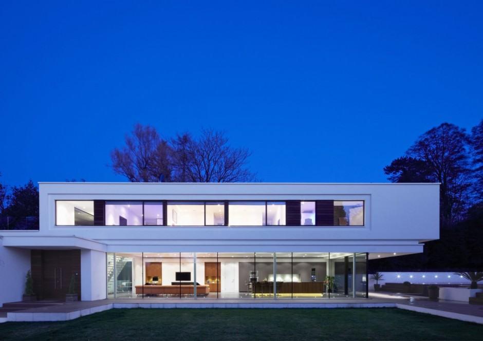 Moderna y amplia casa diseñada con simpleza