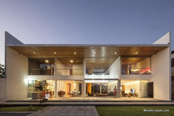 Ventanas gigantes - Linhares Dias House en el lago Paranoa (11)