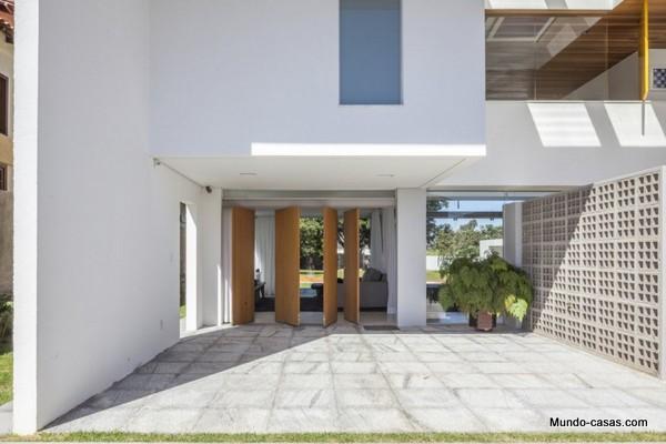 Ventanas gigantes - Linhares Dias House en el lago Paranoa (3)