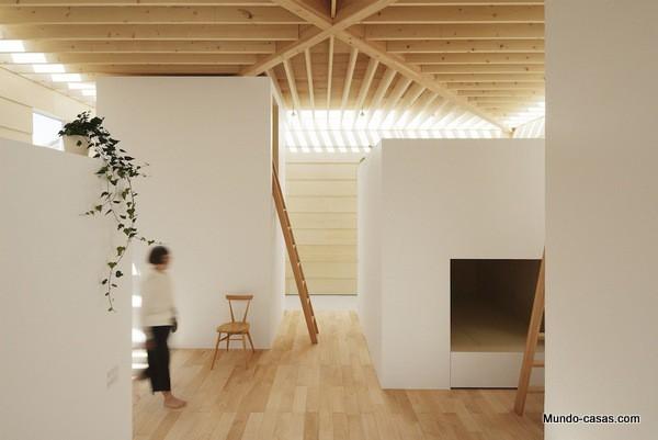 Casa sin ventanas en Japón dando oportunidad al aprendizaje sin distracciones (13)