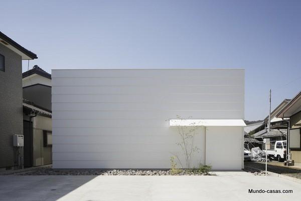 Casa sin ventanas en Japón dando oportunidad al aprendizaje sin distracciones (14)
