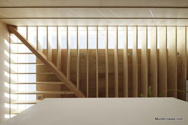 Casa sin ventanas en Japón dando oportunidad al aprendizaje sin distracciones (22)
