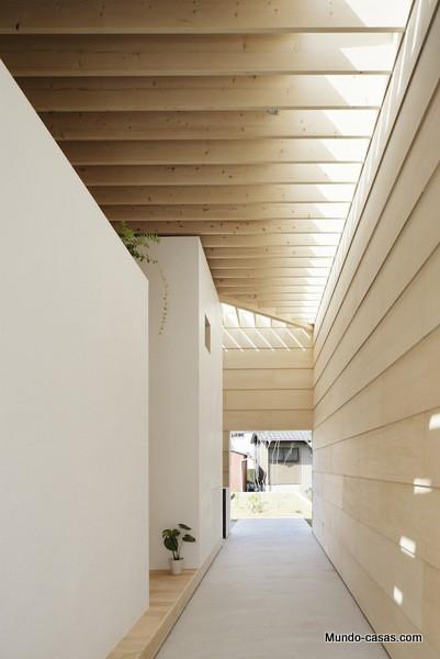 Casa sin ventanas en Japón dando oportunidad al aprendizaje sin distracciones (5)