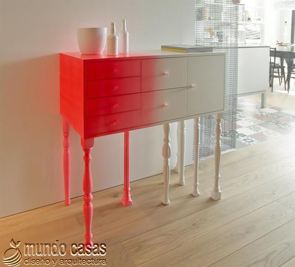 Muebles clásicos pintados con neón