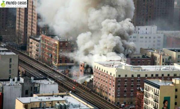 Colapsa edificio en nuevayork con saldos mortales