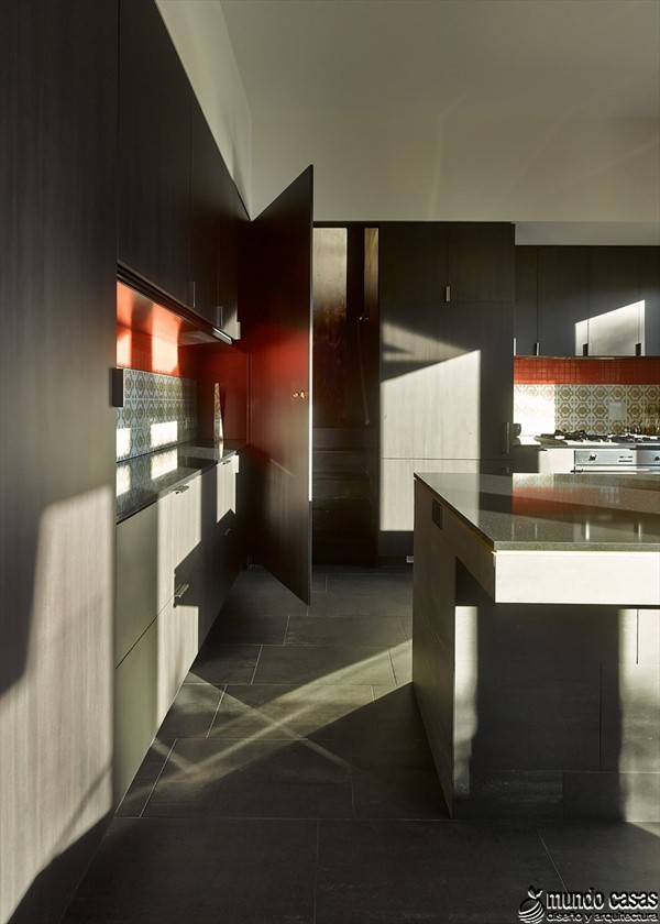 Interiores cocina y sala en la Casa 31_4 Room House (2)