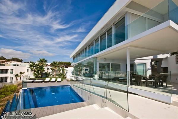 Exótica maravilla residencial en medio de suaves tonos azulados (15)
