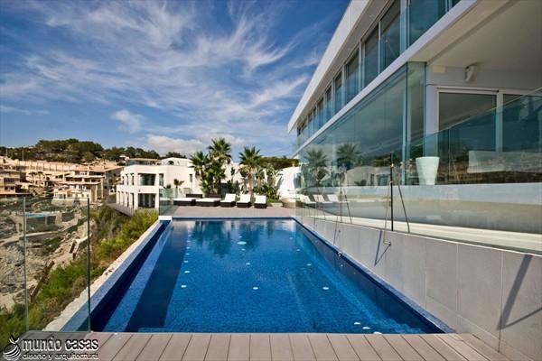 Exótica maravilla residencial en medio de suaves tonos azulados (16)