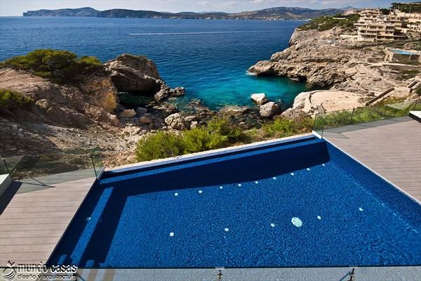 Exótica maravilla residencial en medio de suaves tonos azulados (17)