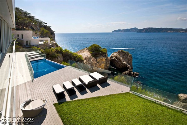 Exótica maravilla residencial en medio de suaves tonos azulados (18)