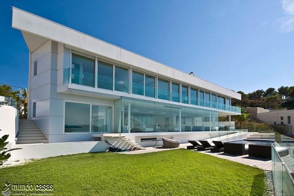 Exótica maravilla residencial en medio de suaves tonos azulados (20)