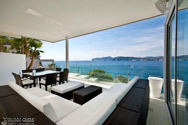 Exótica maravilla residencial en medio de suaves tonos azulados (7)