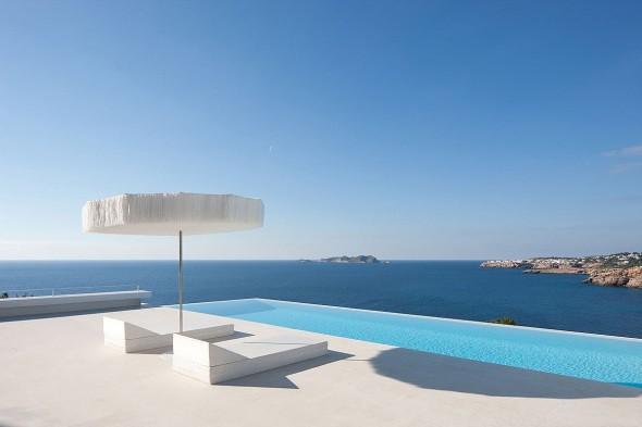 La casa infinita: Gran diseño que fusiona sus líneas con el horizonte