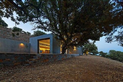 Fachada de concreto visto en Grecia por Konstantios Daskalakis arquitectos