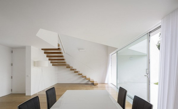 Moderna residencia en el campo – Rui Vieira Oliveira and Vasco Manuel Fernandes localizada en Póvoa de Lanhoso Portugal