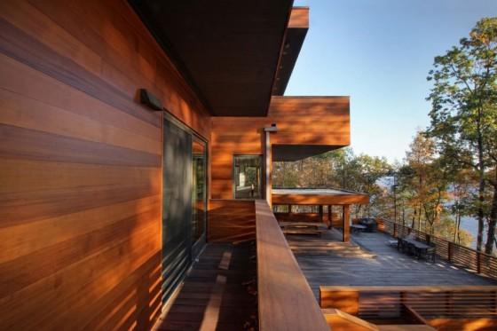 la casa con su decoración de madera