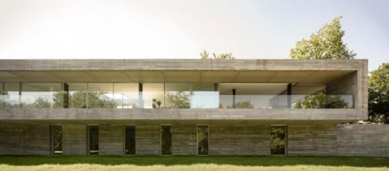 Una vista frontal de la casa como