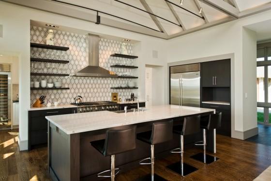 La cocina moderna y bien estructurada