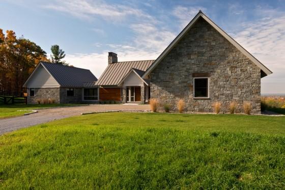 El diseño de la casa con jardines exteriores