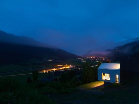 La casa en la noche