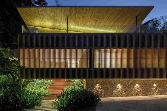 hermosa casa de noche