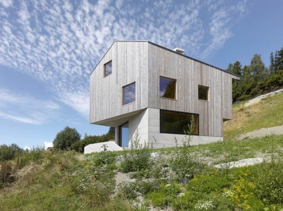 Casa de dos pisos muy amplia