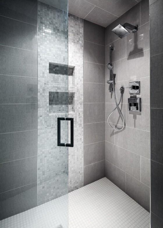 un baño elegante  y natural