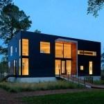 Brillante y muy bonita la casa de Maryland Creekside, reconstruida para aprovechar las vistas relajantes