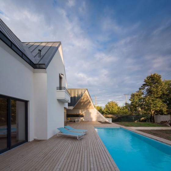 moderno exterior con piscina
