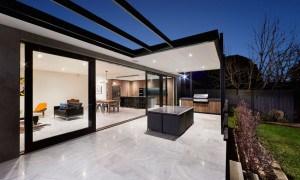 Remodelación de una Residencia Urbana que Logra un Estilo Minimalista y Ultra Moderno