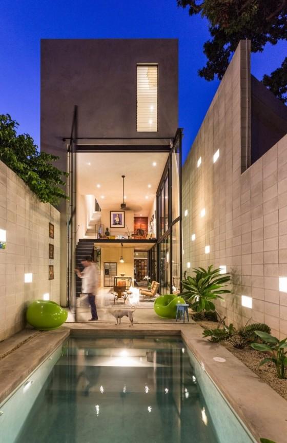 moderna piscina e iluminación